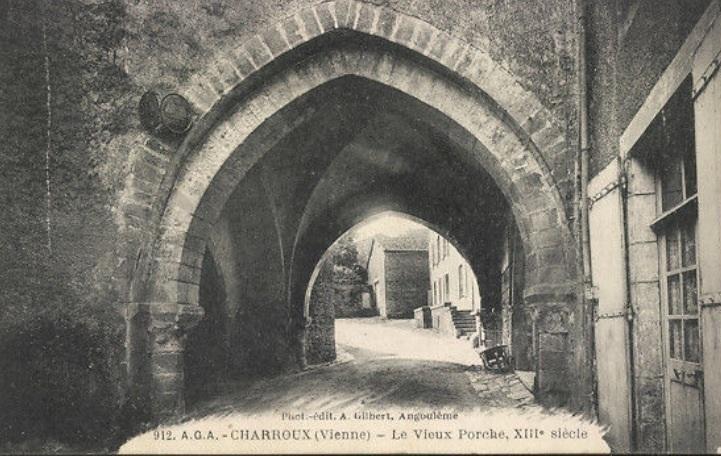 PORTE DE L'AUMONERIE VERS 1900